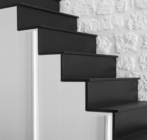 escalier en Valchromat noir